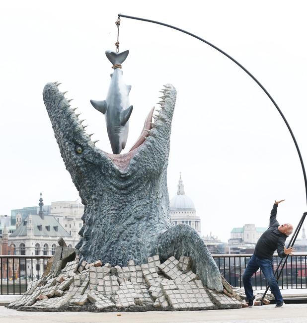 movies-jurassic-world-life-sized-mosasaurus-1