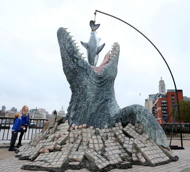 movies-jurassic-world-life-sized-mosasaurus-2